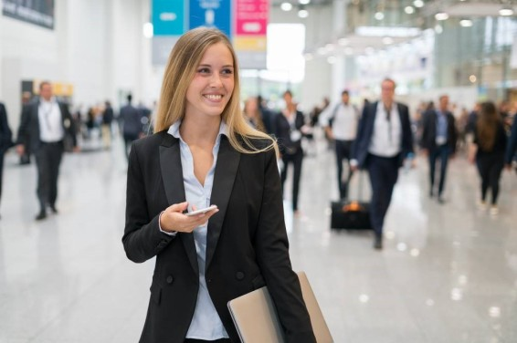 Smiling woman at trade show.jpg