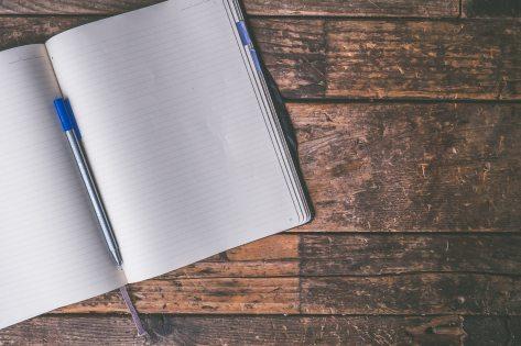 ballpen-blank-desk-606541.jpg